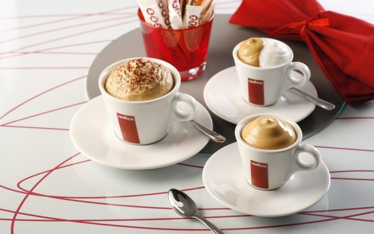 Кофе с пенкой в чашках