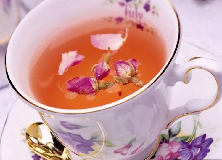Чашка с заваренным иван-чаем