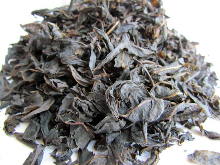 Крупные листья чая