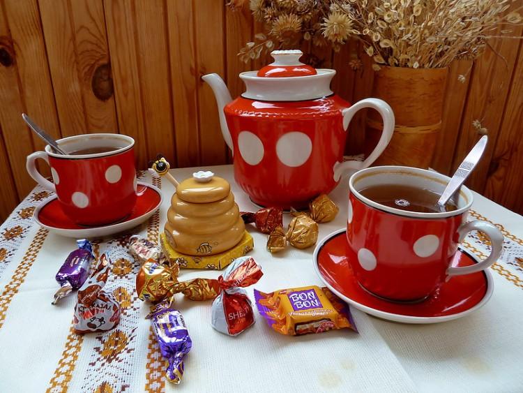 Чай с конфетами