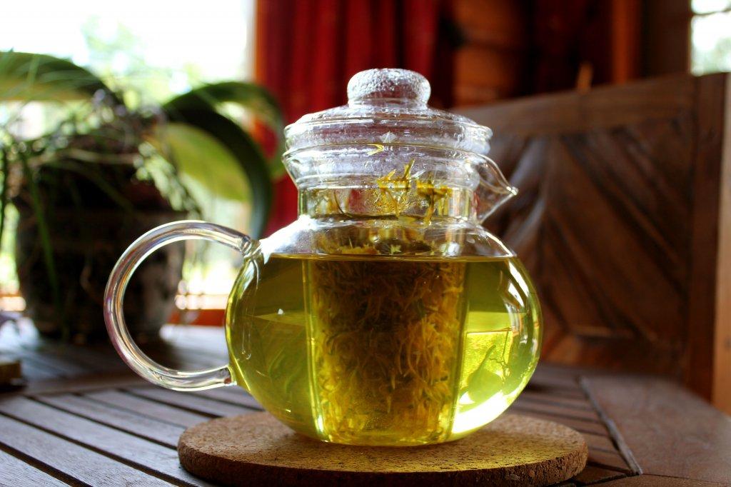 Чай из одуванчика заваренный