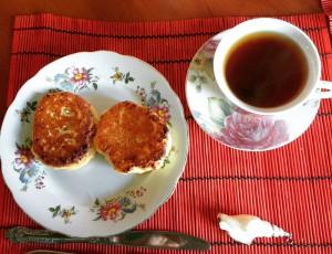 Чай с сырниками