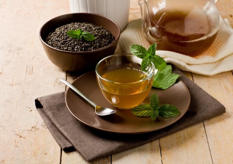 Чай в глиняной посуде