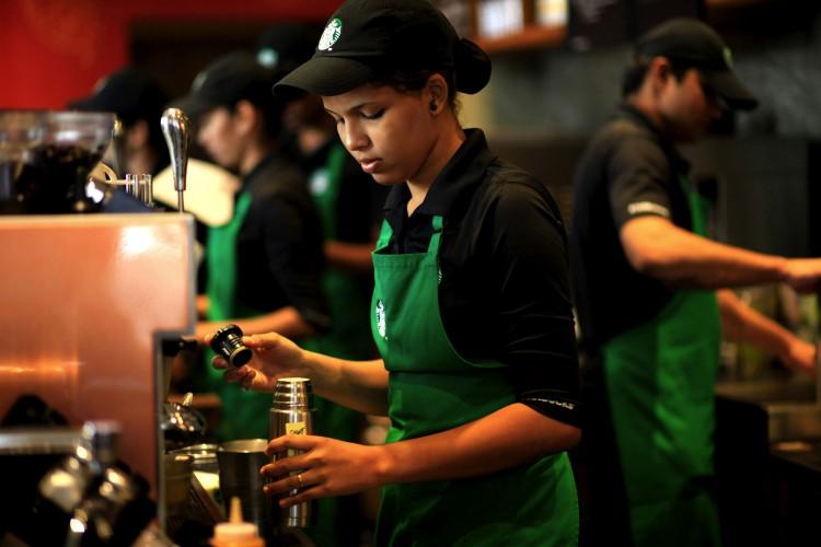 Приготовление кофе в Starbuck