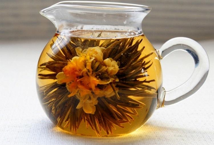 Раскрывшийся цветочный чай