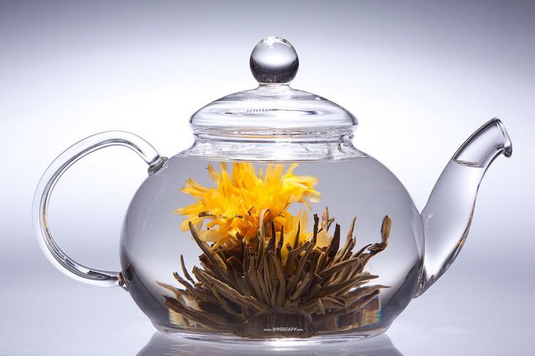 Чай в заварочнике