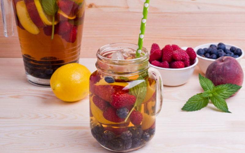 Чай с ягодами и фруктами
