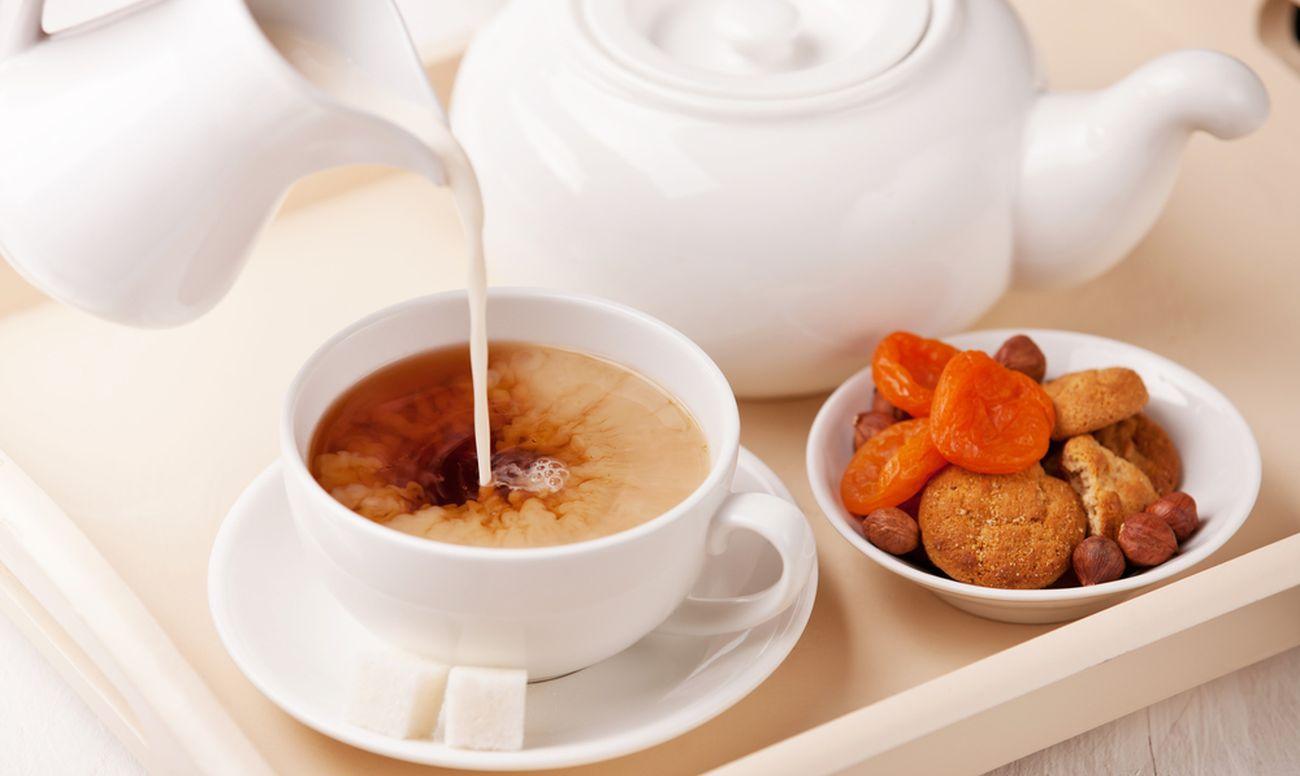 Молоко и чай