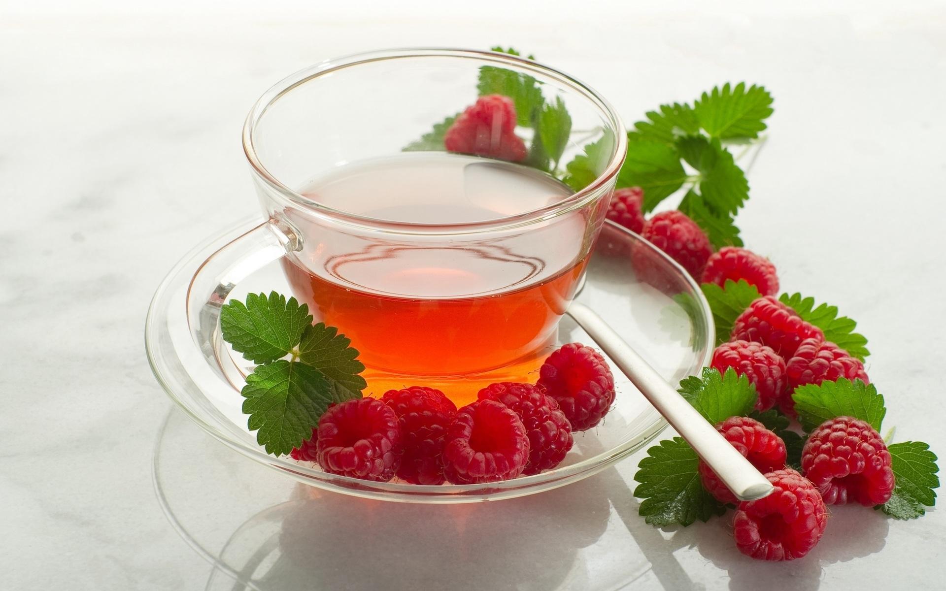 Чай с малиновыми ягодами