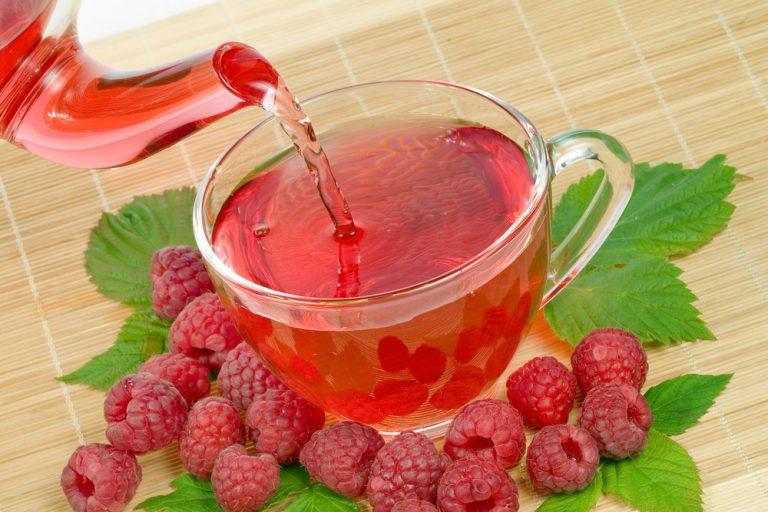 чай со свежей малиной