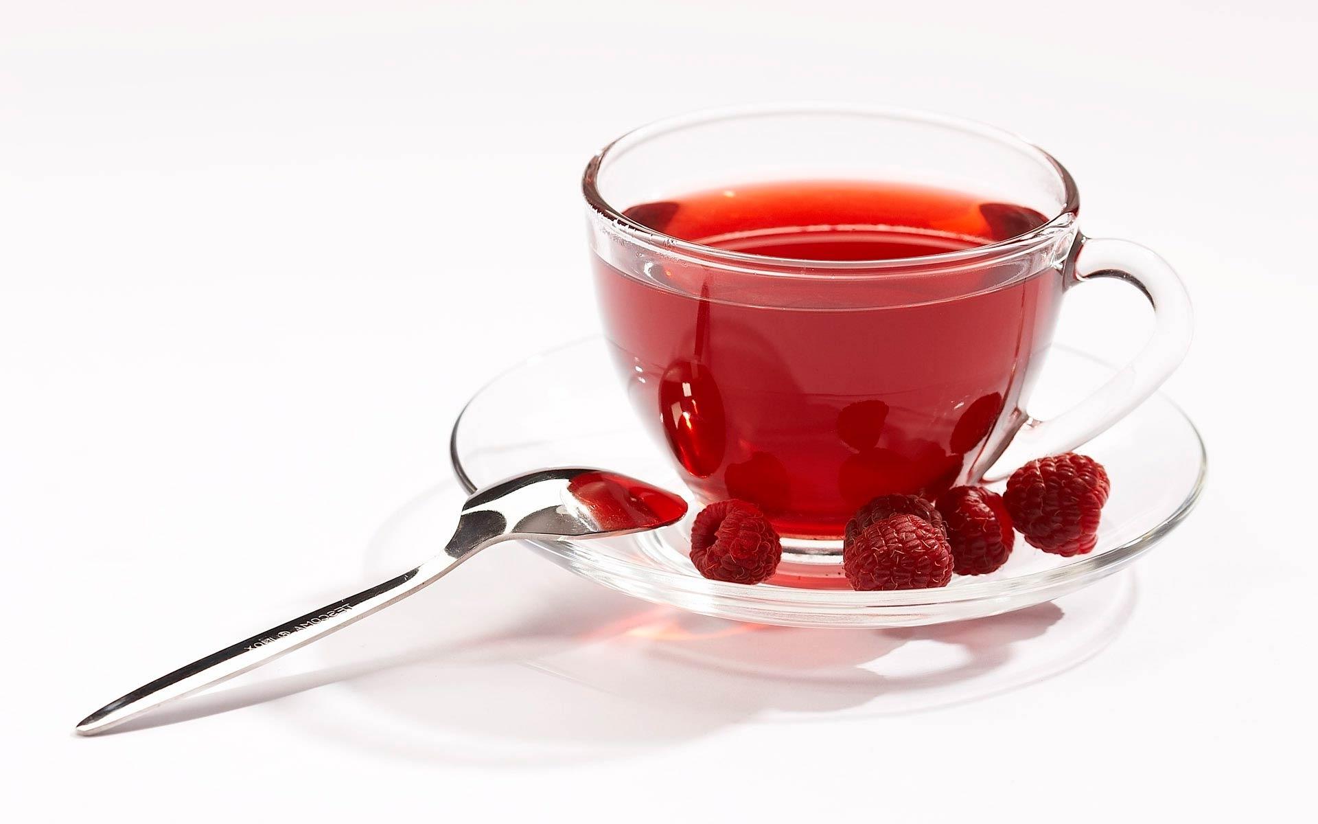 Чай с ягодами малины
